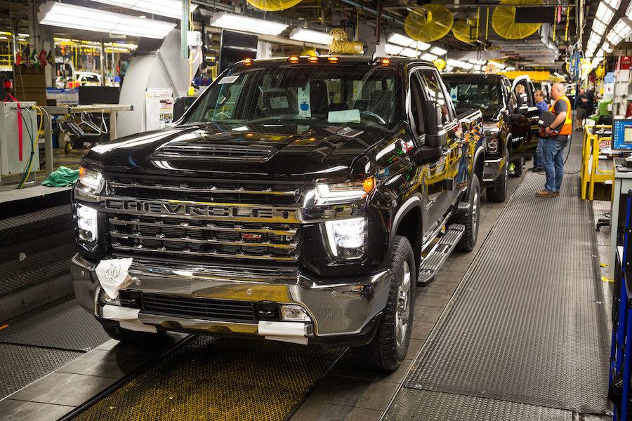 Trabajadores de GM ratifican convenio para terminar huelga